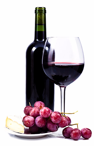 Red wine with grapes and cheese